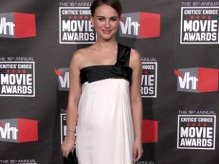 LOS ANGELES - JAN 14:  Natalie Portman arrives at the 16th Annual Critics' Choice Movie Awards  at Hollywood Palladium on January 14, 2011 in Los Angeles, CA
